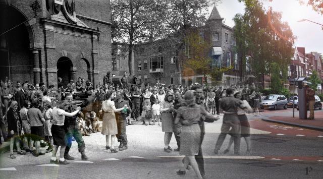 Mensen dansen na de bevrijding van Nijmegen in de Hertogstraat. Frank Mehring heeft de foto bewerkt door een recente foto van de Hertogstraat toe te voegen.