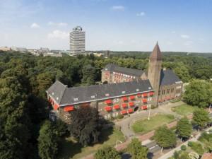Het klooster Berchmanianum aan de rand van de campus. Foto: Gerard Verschooten