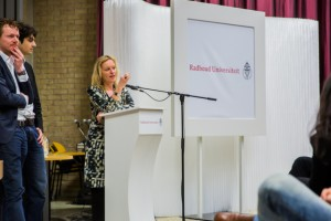 Minister Bussemaker beantwoordt vragen over het leenstelsel. Foto: Marjolein van Diejen