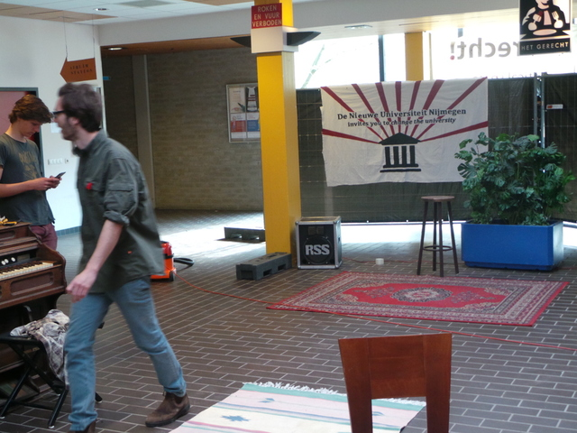 DNUN legt laatste hand aan de inrichting van 'Terecht!'. Vanaf vandaag geopend tussen 8.00 en 20.00 uur. / Foto: Vox