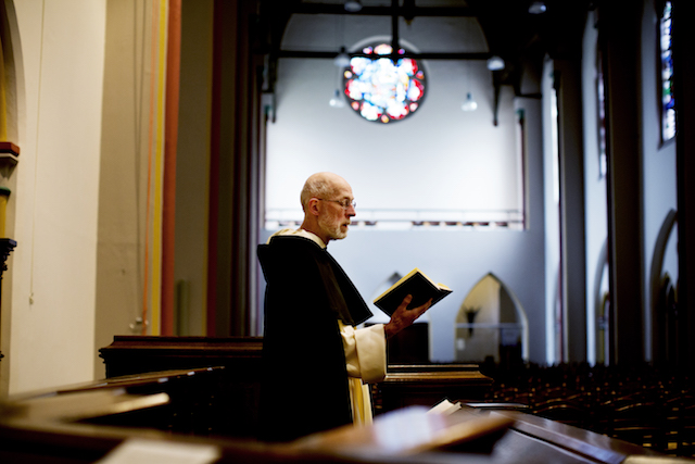 Theo Koster in de kerk van het dominicanenklooster. Foto: Duncan de Fey
