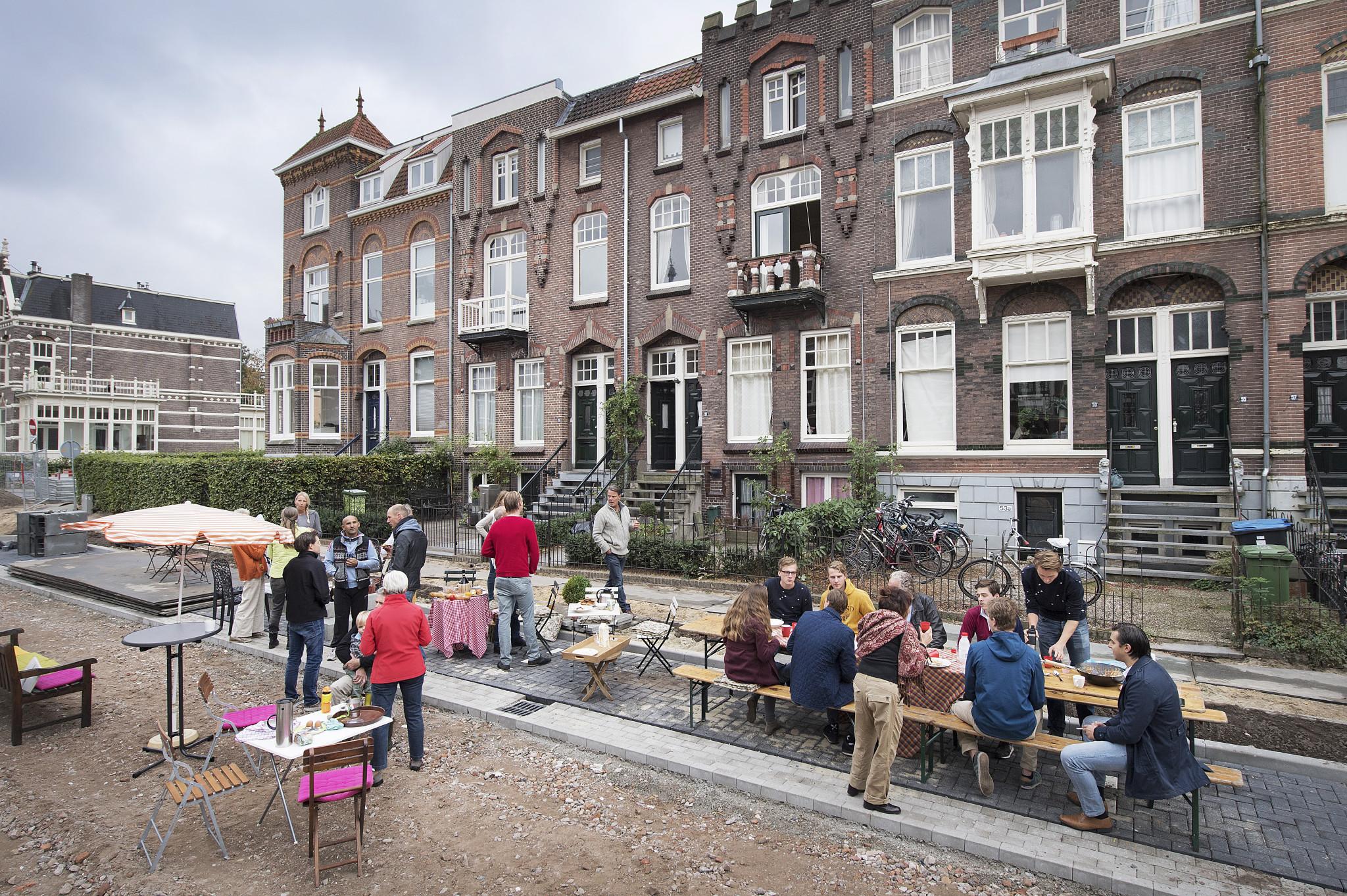 Buurtontbijt in de Van Oldenbarneveltstraat. Foto: Bert Beelen
